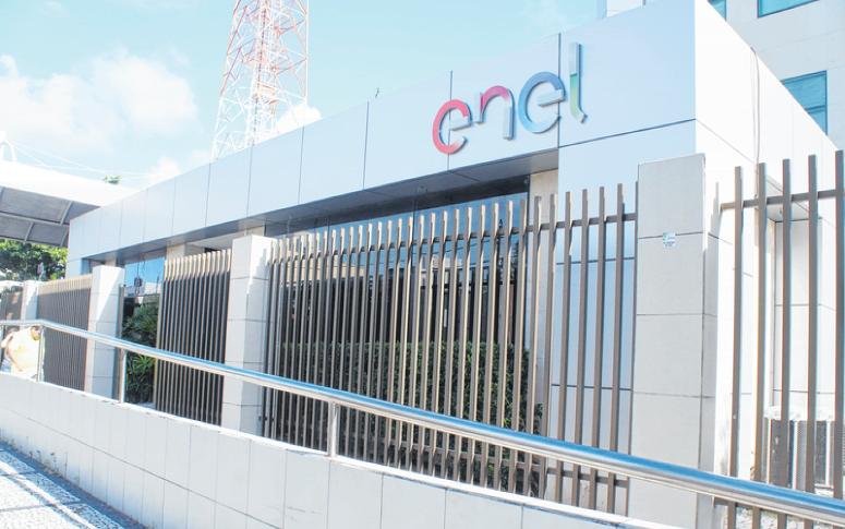 Arce aplica multa à Enel Ceará por falhas no atendimento
